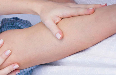 Pourquoi les jambes crampes